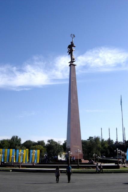 Монумент независимости пл ордабасы