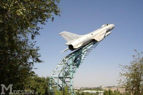 Самолет на площади ордабасы